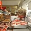 Как продукты «с душком» в магазинах превращаются в свежие и аппетитные